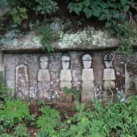 雄島 岩に刻まれた仏像